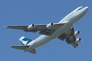 Boeing 747-467 (B-HUJ)