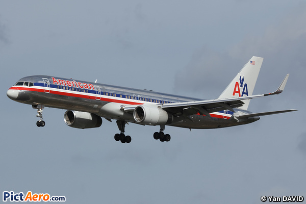 Boeing 757-223 (American Airlines)