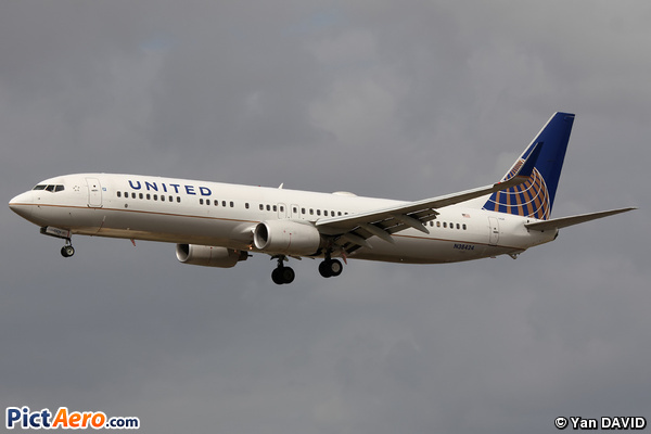 Boeing 737-924/ER (United Airlines)