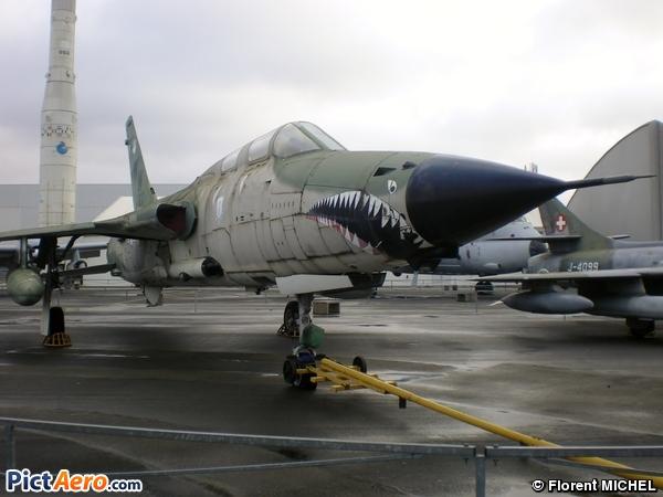 Republic F-105F-1-RE Thunderchief (Musée de l'Air et de l'Espace du Bourget)