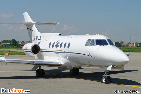 Hawker 700A (Private)