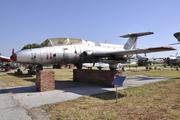 Aero Vodochody L-29 Delfin (11)