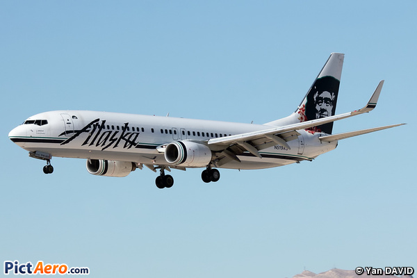 Boeing 737-89M (Alaska Airlines)