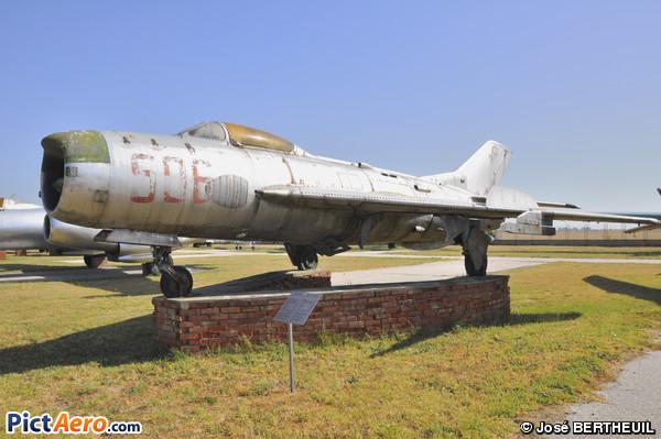 Mikoyan-Gurevich MiG-19 PM Farmer D (Musée de l'aviation de Krumovo/Plovdiv)