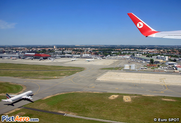 Boeing 737-752 (Turkish Airlines)