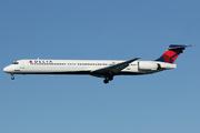 McDonnell Douglas MD-90-30 (N936DN)