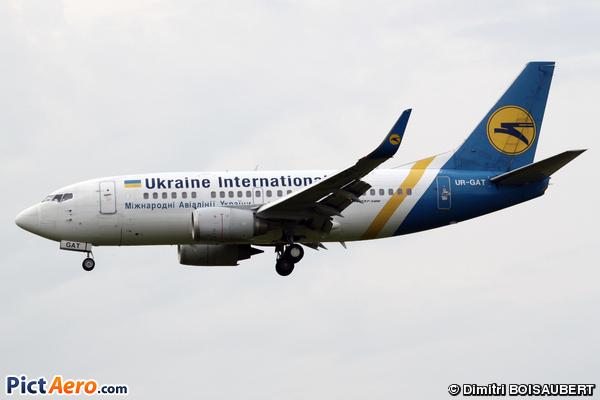 Boeing 737-528 (Ukraine International Airlines)
