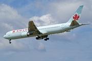 Boeing 767-333/ER (C-GHLT)