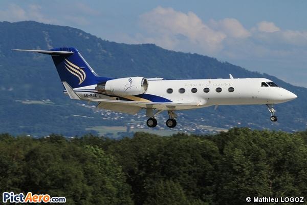 Gulfstream Aerospace G-IV Gulfstream G-300 (Royal Jet)