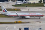 Boeing 737-823/WL (N877NN)