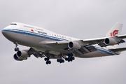 Boieng 747-4J6M (B2458)