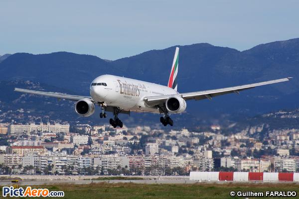 Boeing 777-31H (Emirates)