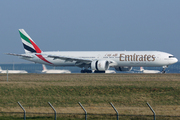 Boeing 777-31H (A6-EGP)