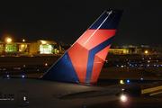 Boeing 777-232/LR (N701DN)