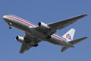 Boeing 767-223/ER (N329AA)