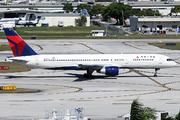 Boeing 757-232 (N679DA)