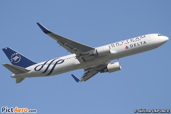 Boeing 767-332/ER (Delta Air Lines)