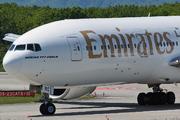 Boeing 777-21H/LR (A6-EWC)