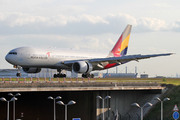 Boeing 777-28E/ER (HL7597)