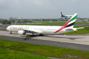 Boeing 777-31H (A6-EMU)