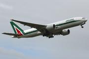 Boeing 777-243/ER (I-DISU)