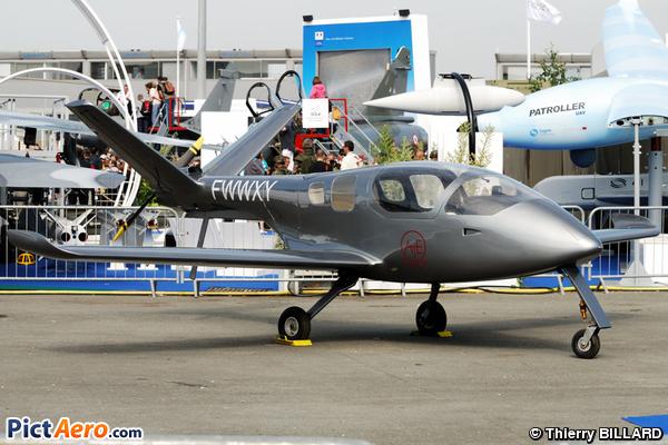 Universal Composite Aviation Carbon Bird 200 (Universal Composite Aviation)