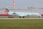 Canadair CL-600-2D15 Regional Jet CRJ-705ER (C-GFJZ)