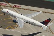 Boeing 767-332 (N139DL)