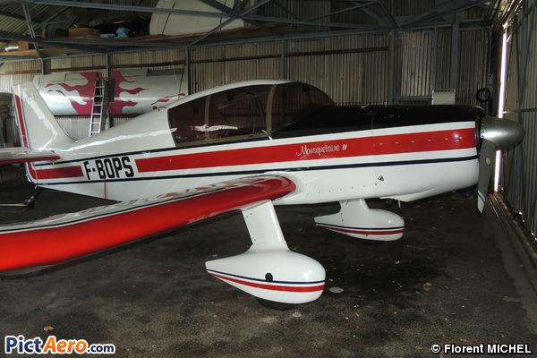 Jodel D-140 Mousquetaire IV (privé)