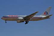 Boeing 767-223/ER (N336AA)