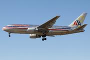 Boeing 767-223/ER (N320AA)