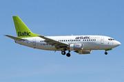 Boeing 737-522 (YL-BBQ)