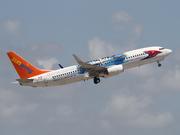 Boeing 737-8Q8 (C-FTAH)