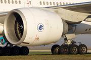 Boeing 777-328/ER (F-GSQD)