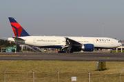 Boeing 777-232/LR (N703DN)