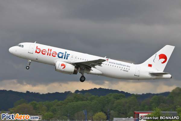 Airbus A320-233 (Belle Air)