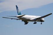 Boeing 777-219/ER (ZK-OKF)