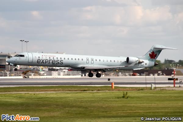 Canadair CL-600-2D15 Regional Jet CRJ-705 (Air Canada Express)