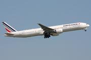 Boeing 777-328/ER (F-GSQU)