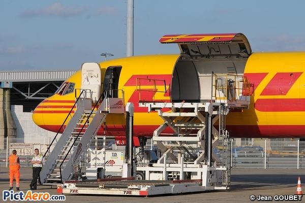 Boeing 757-236/SF (DHL Air)