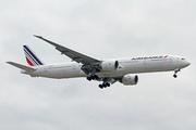 Boeing 777-328/ER (F-GSQC)