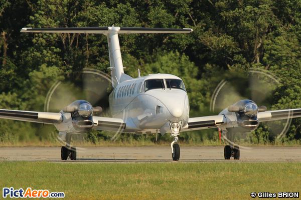 Beech Super King Air 300 (Hangar 8 Ltd.)