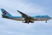 Boeing 747-4B5 (HL7490)