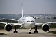 Boeing 777-328/ER (F-GSQS)
