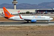 Boeing 737-86Q (C-FEAK)