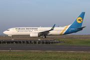 Boeing 737-85R/WL (UR-PSH)