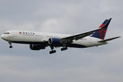 Boeing 767-332/ER (N16065)