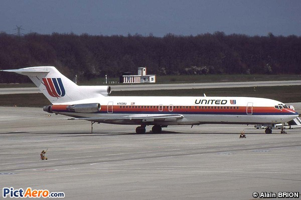 Boeing 727-222(Adv) (United Airlines)