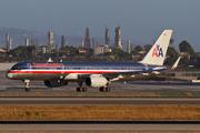Boeing 757-223 (N687AA)