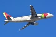 Airbus A320-214 (CS-TNG)